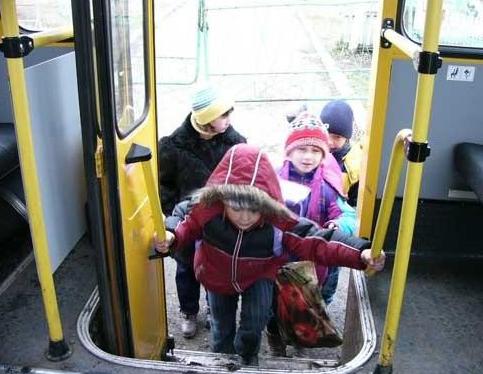 avtobus-dlya-perevozki-detey